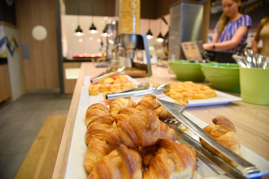 Hamption-by-Hilton-Warsaw-City-Centre-review-breakfast