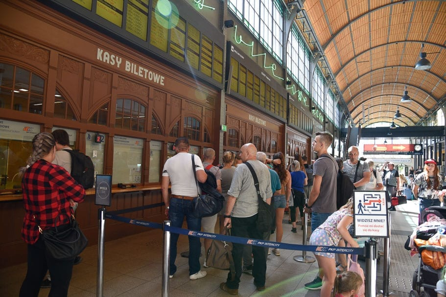 Wroclaw-Glowny-buying-tickets-to-Warsaw