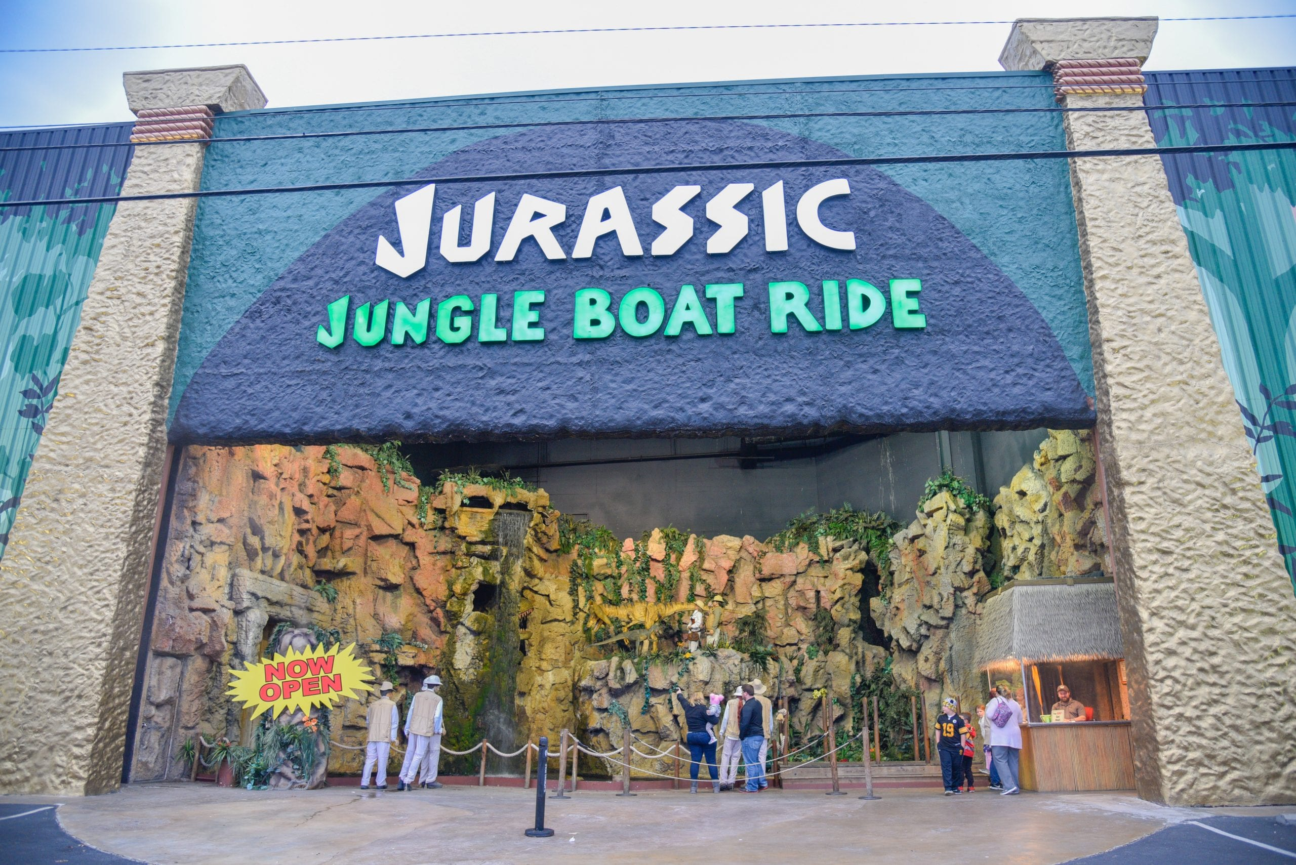 Pigeon-Forge-Itinerary-jurassic-boat-ride