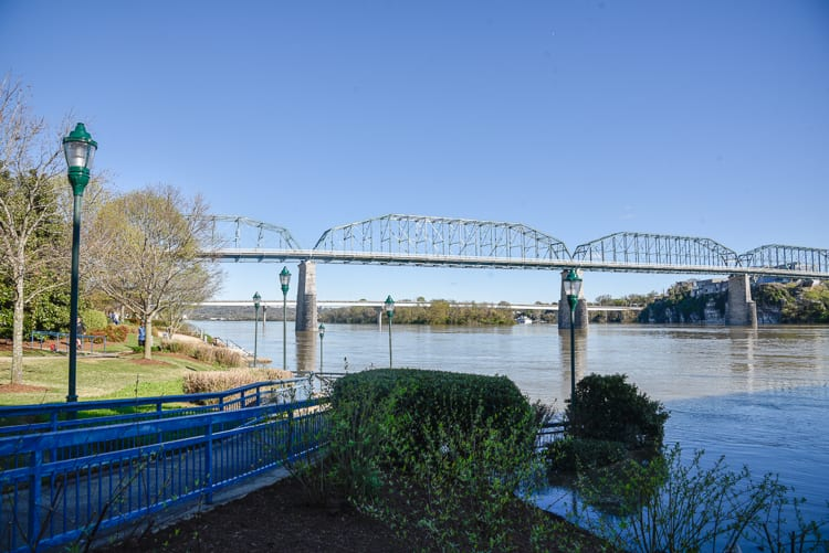 free-things-to-do-in-Chattanooga-Walnut Street Bridge