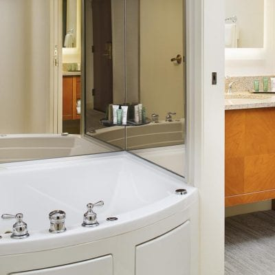 Atlanta Hotels with Jacuzzi In Room – 16 Whirlpool & Hot Tub Suites