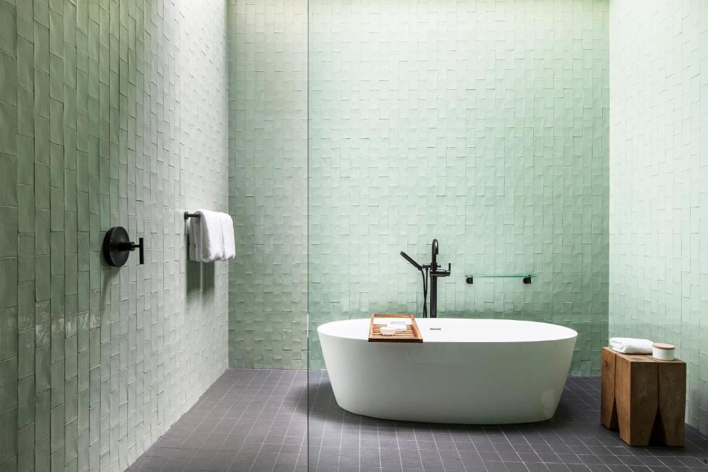 hotels-with-spa-in-room