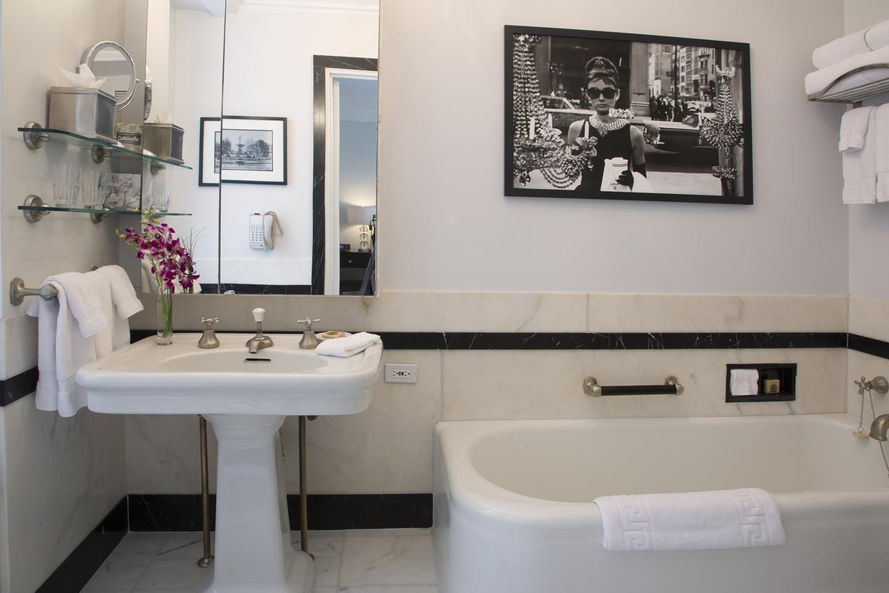 new-york-hotel-hot-tub-in-room