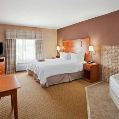 15 Romantic Detroit Hotels with Jacuzzi In Room (Or Hot Tub, Whirlpool)