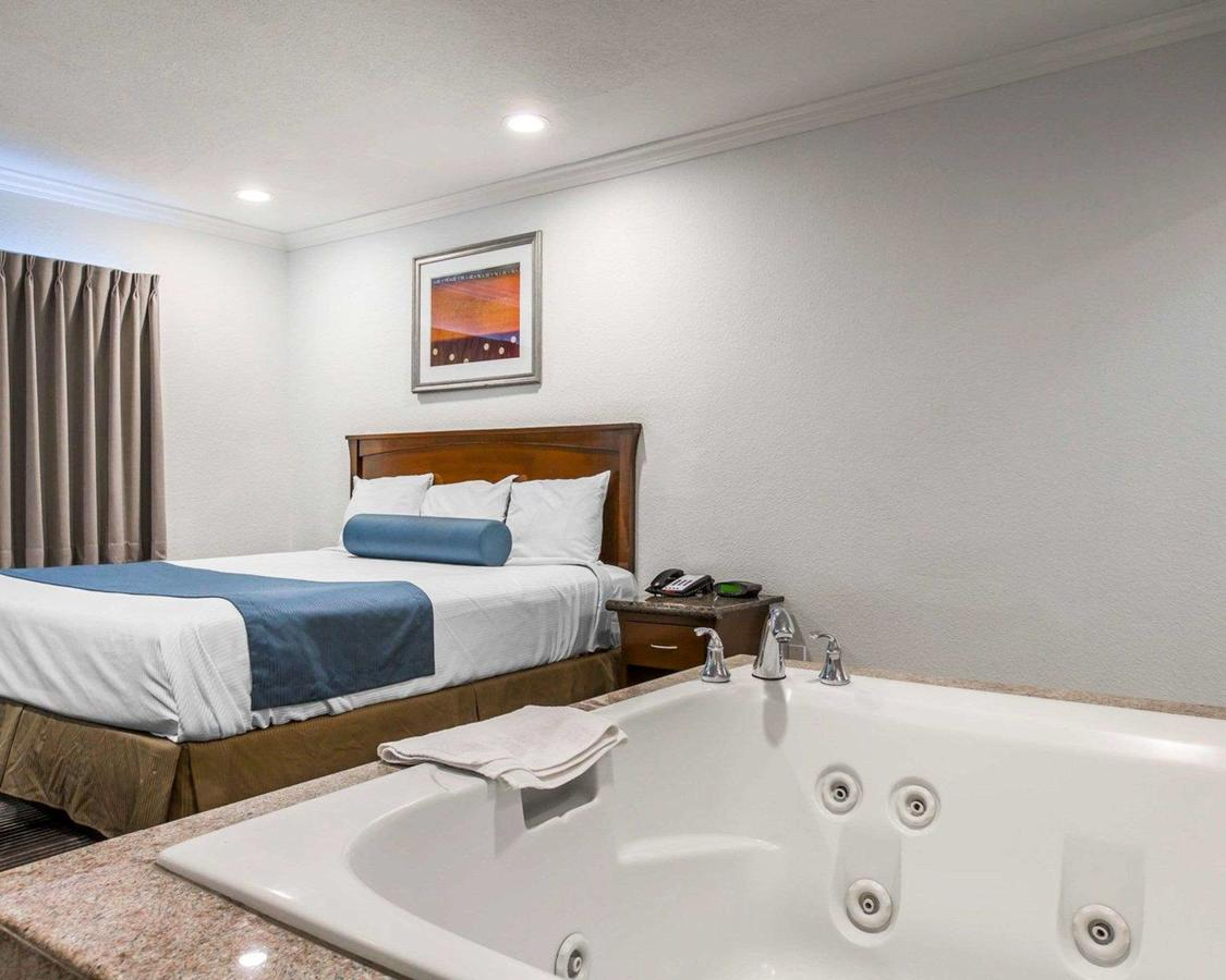 cheap-jacuzzi-rooms-in-LA