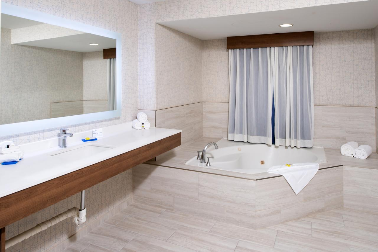 hotels-with-jacuzzi-in-room-los-angeles