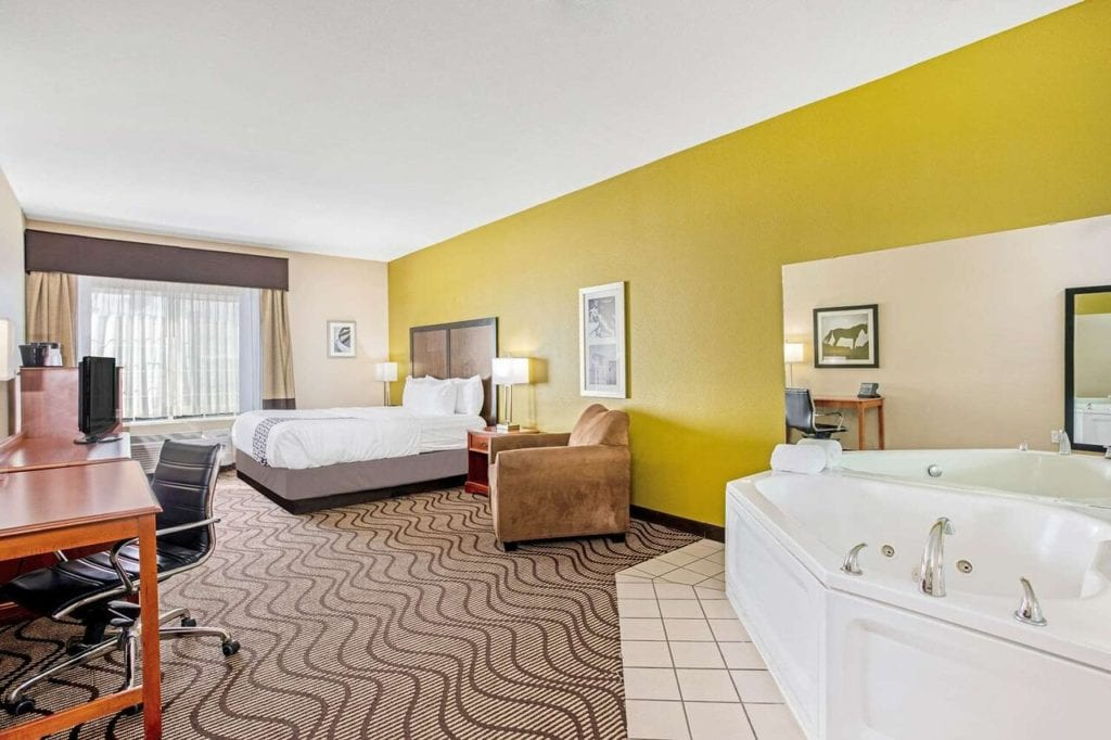 Texas Hotels with Jacuzzi in Room – Whirlpools Hot Tubs in Hotels, Cabins & B&Bs