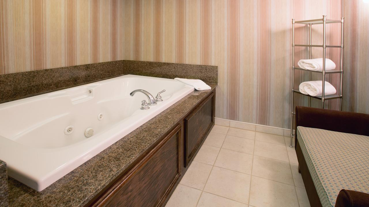hot-tub-suites-indianapolis