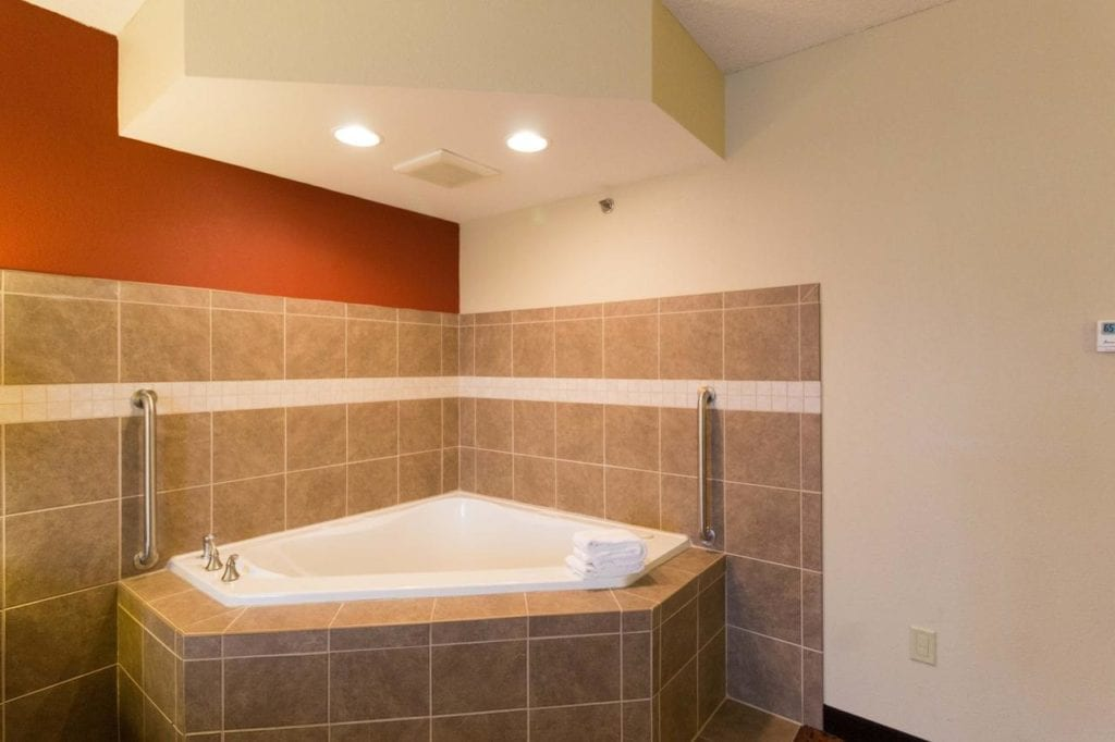 Hotels with Jacuzzi Columbus Ohio: In Room Hot Tub and Whirlpool Suites