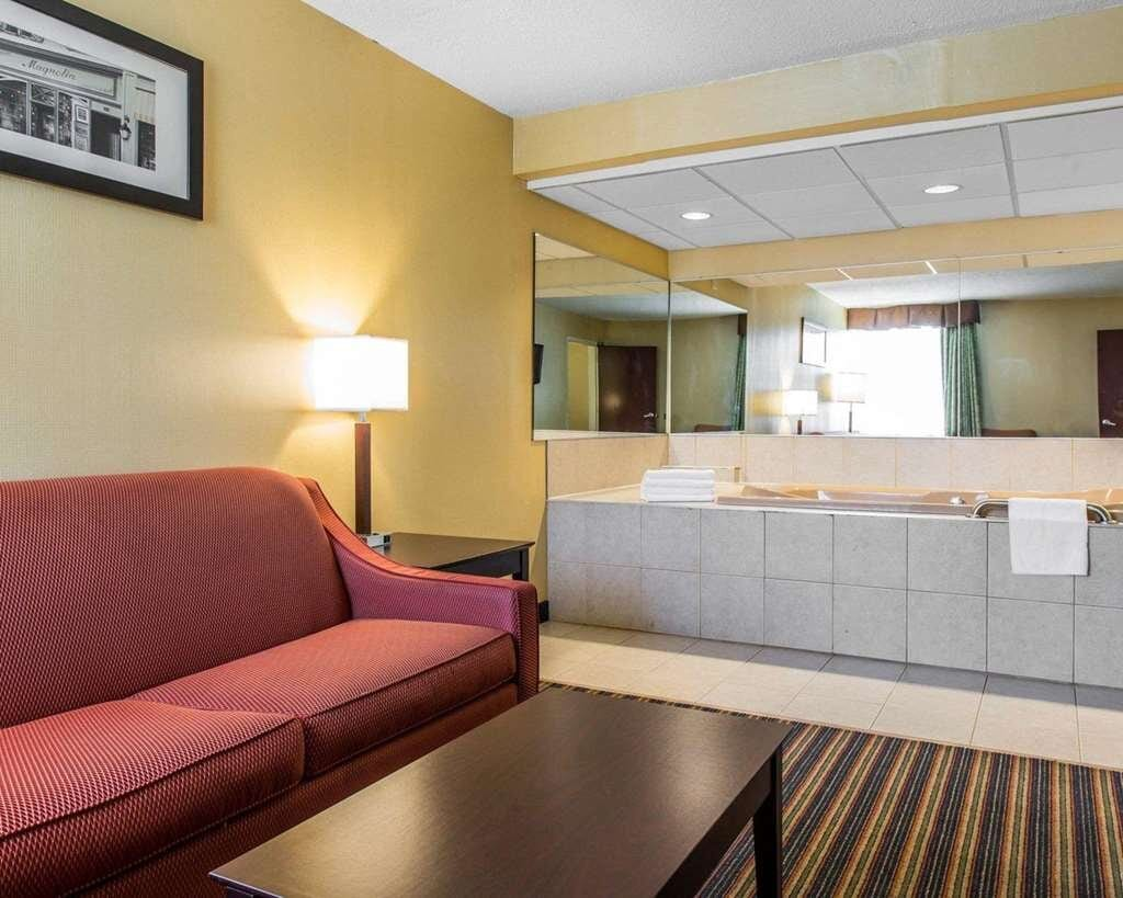 king-suite-with-hot-tub
