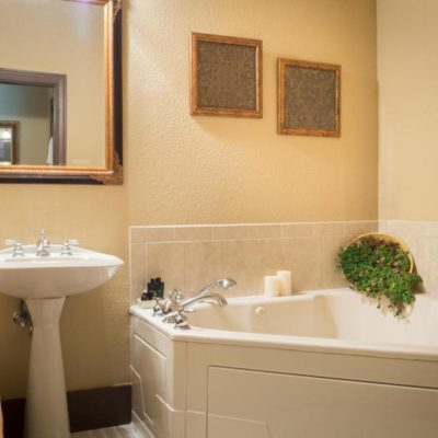 6 Romantic Hotels with Jacuzzi in Room Fort Worth TX